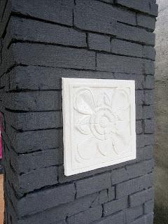 batu-alam-buatan-di-pilar-rumah