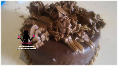 Tart Black Forest Topping Coklat Bentuk Mawar