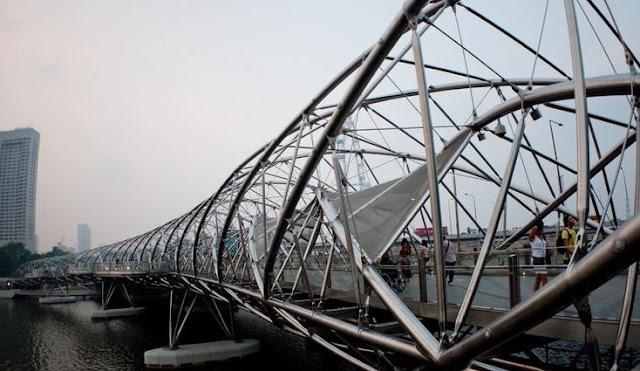 """جسر """"هيلكس"""" لـ """"Cox Architecture"""""""