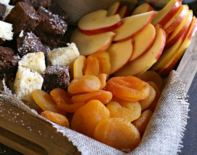 How-to-Build-a-Dessert-Treat-Board-2