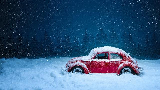 neve, nevicata, macchina rossa,