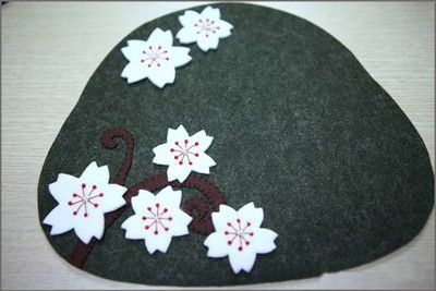 How to sew a cherry blossom wallet from felt cloth 3
