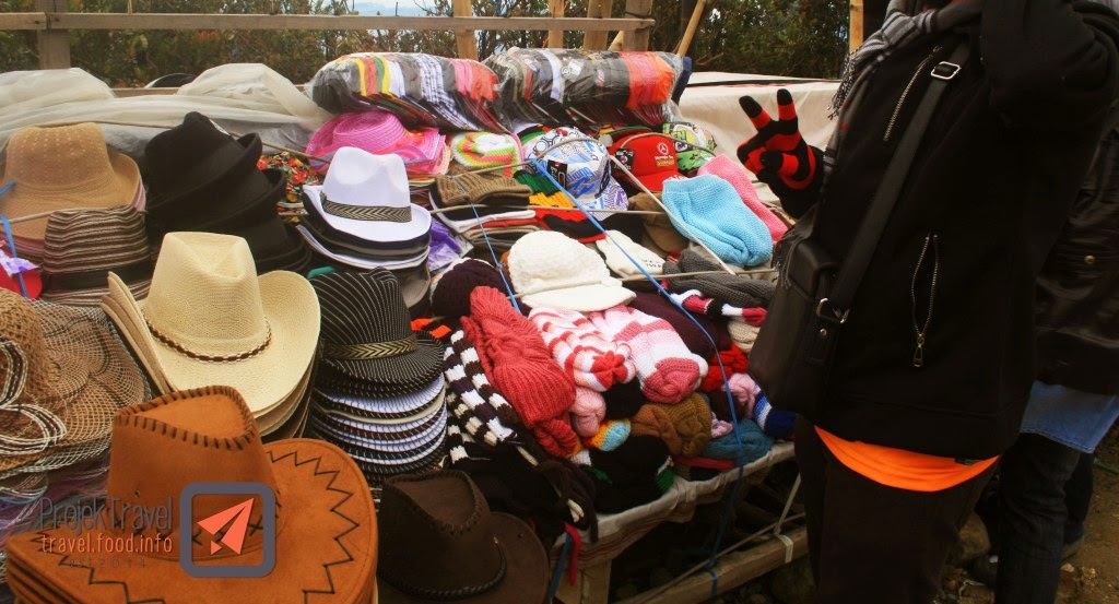 pelbagai pilihan topi , sarung tangan untuk korang beli