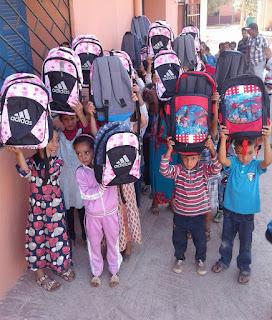 مدارس الزواير توزع الكتب المدرسية كاملة وتدخل الفرحة على التلاميذ والتلميذات