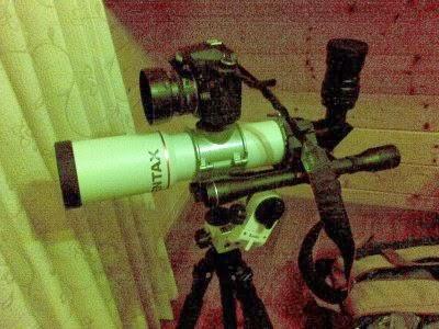 筒箍的上方可以鎖接其他配件。譬如背台相機,俗稱Piggyback(背娃娃)