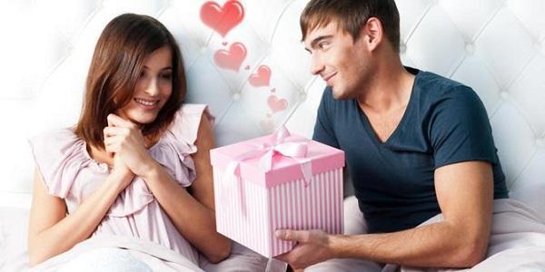 Buat Pacar Kamu Makin Nempel! Inilah 5 Rahasia Bahasa Cinta