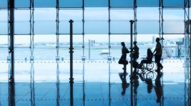 كيف تحجز تذكرة طيران مريحة لكبار السن؟