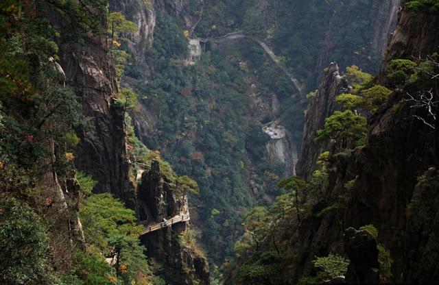 Resultado de imagem para Montanhas Huangshan