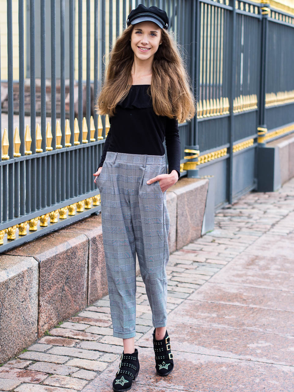 fashion-blogger-outfit-post-check-trousers