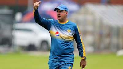Micky Arthur during practice session