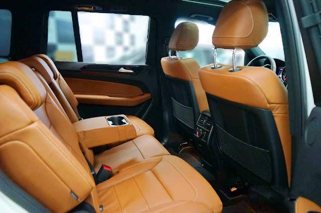 Băng sau Mercedes GLS 350d 4MATIC 2017 thiết kế rộng rãi và thoải mái.