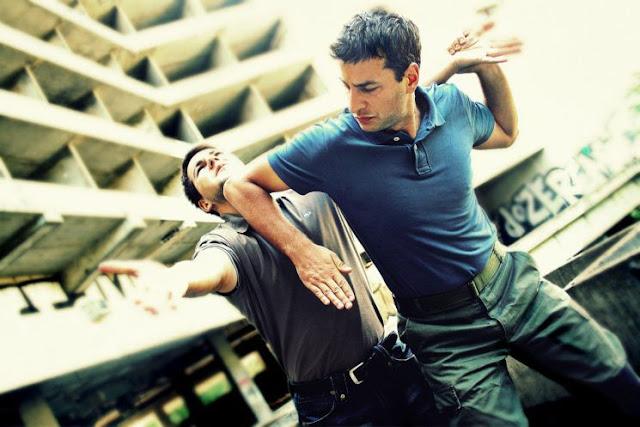 Fotografo picchiato a sangue per aver fotografato una coppia
