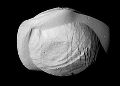 הירח פאן. מקור: NASA/JPL