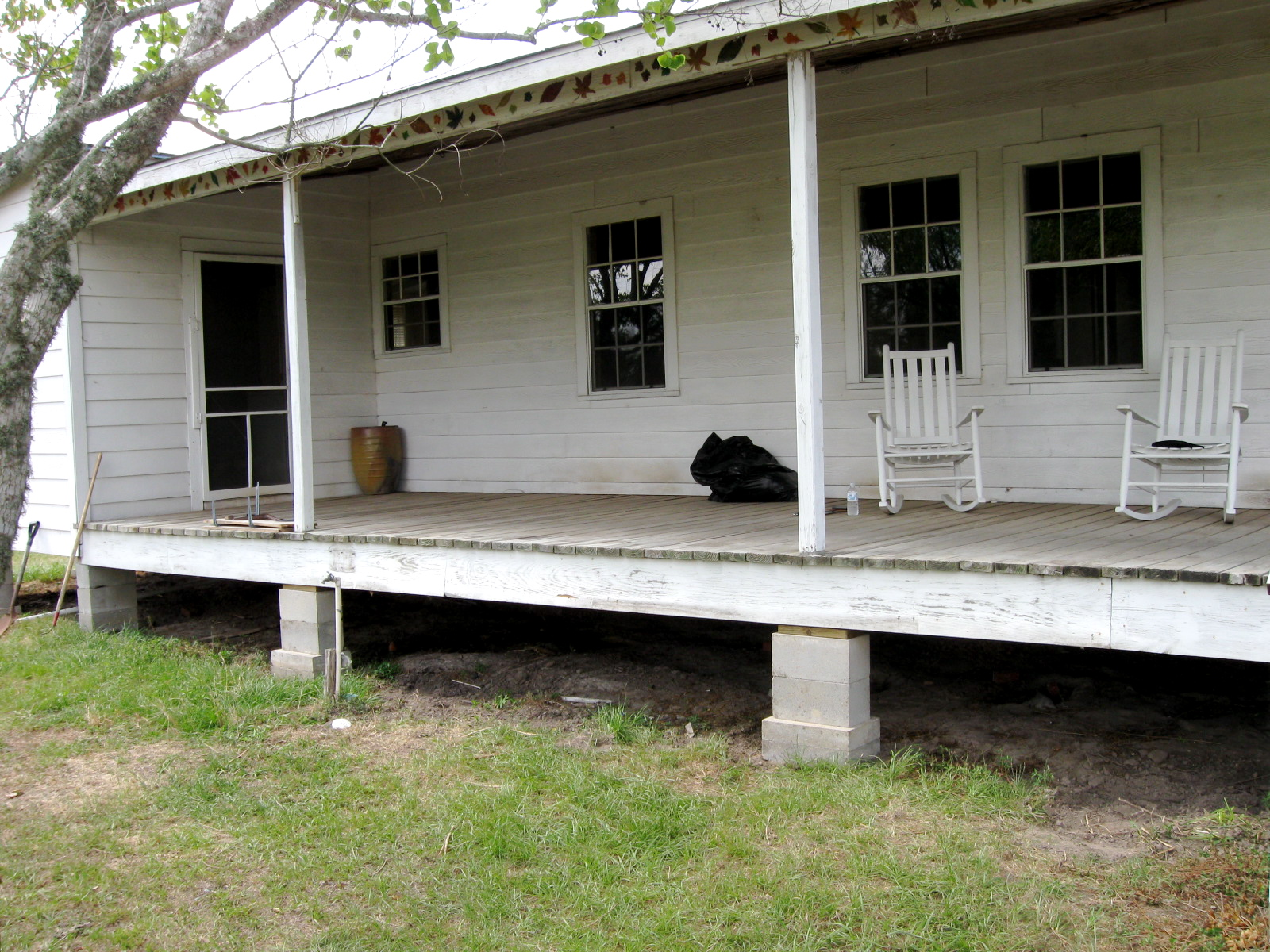 Here Is The Porch As It Was Before No Railing House Sits Up Pretty High So There Point In Not Having A Fall Off Wouldnt
