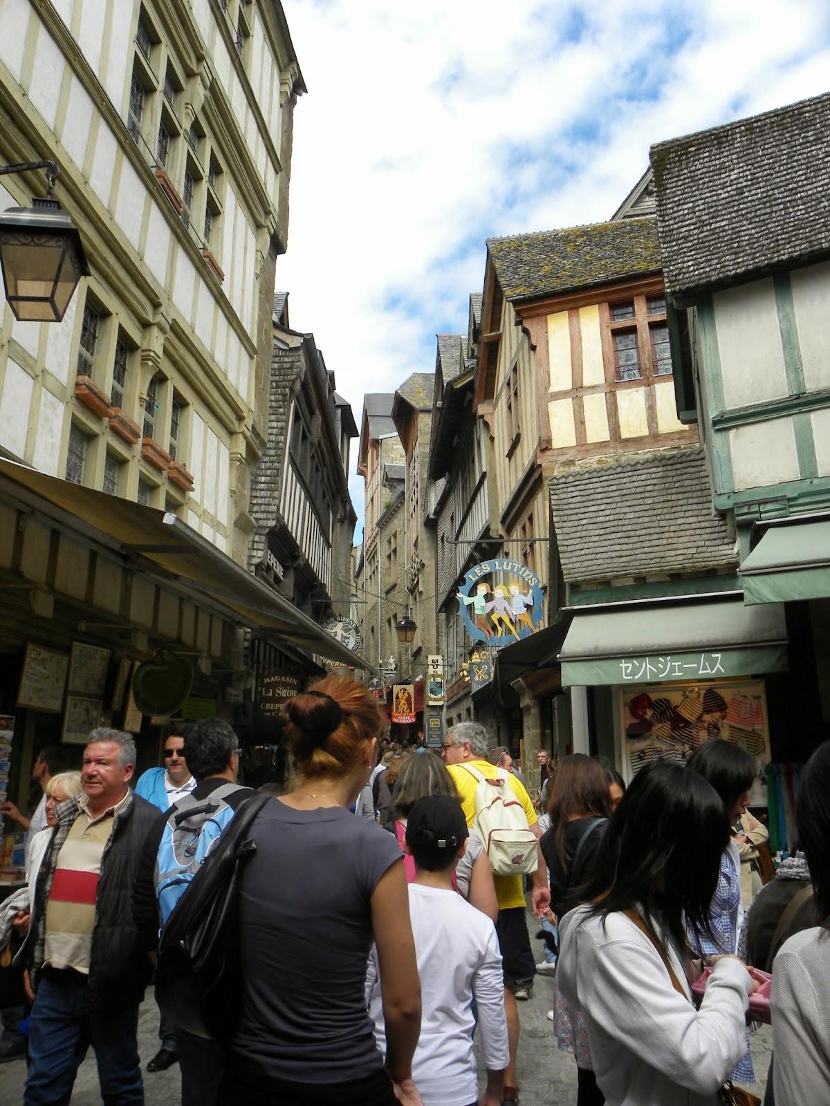 Mont-Saint-Michel-turistas