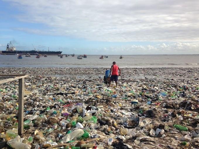 Toneladas de lixo ficam espalhadas em ruas e praias de Maceió após chuva