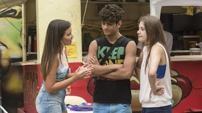 Nanda ajuda Anjinha e Cléber se reconciliarem em Malhação (Foto: Camila Maia/Rede Globo/Divulgação)