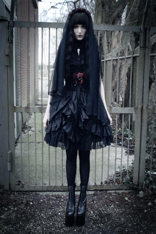 Black Sleeveless Bow Gothic Lolita Dress