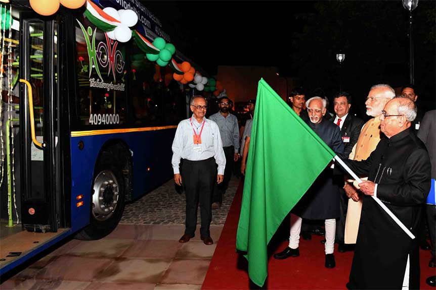 Hon'ble President of India Flags Off HOHO Bus in the presence of Hon'ble PrimeMinister & Vice President of India