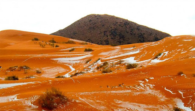 砂漠と雪の美しい風景。サハラ砂漠に37年ぶりに降った雪【Nature】