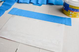 pegamos el papel creppe con cola blanca