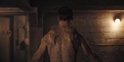 Noah, villano de Dark con tatuajes