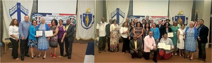 Consulado de Boston reconoce destacados maestros dominicanos en biblioteca de Lawrence