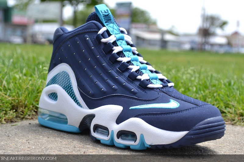 ee70831d2f ... originaI colorway, comes the newest addition to the Nike Air Griffey  Max II line. The latest Griffey Max II comes in Midnight Navy with Chlorine  Blue ...