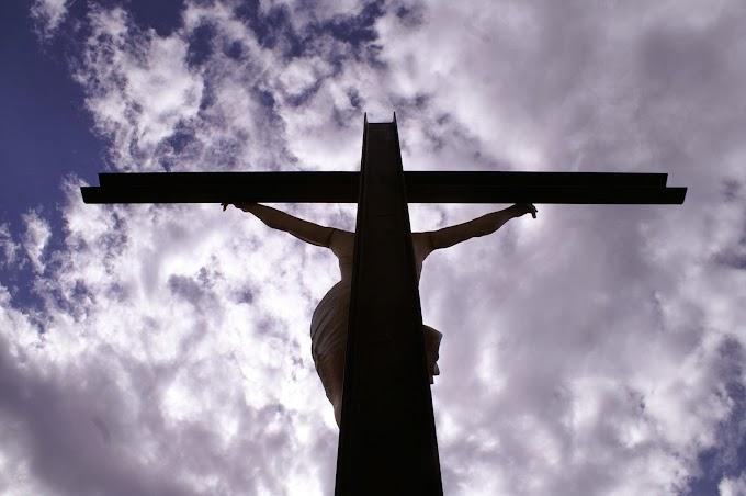 Sulla croce Dio 'tradisce' se stesso #venerdìsanto