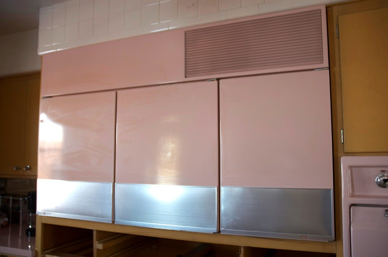 kuchnia vintage, kuchnia lata 60, różowa kuchnia