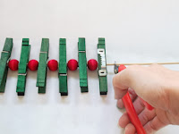How to make a red and green, wooden clothespin Christmas card holder | The Chilly Dog