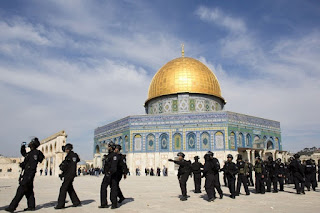 Polisi Israel Tangkapi Penjaga Masjid Al-Aqsa