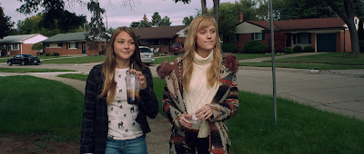 Corrente do Mal (It Follows) Trailer legendado, posteres e imagens