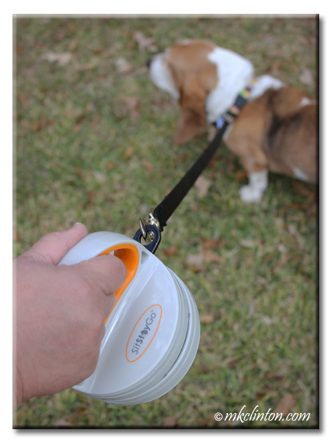 Sit Stay Go's Grab n' Go Pet Dinette and Leash