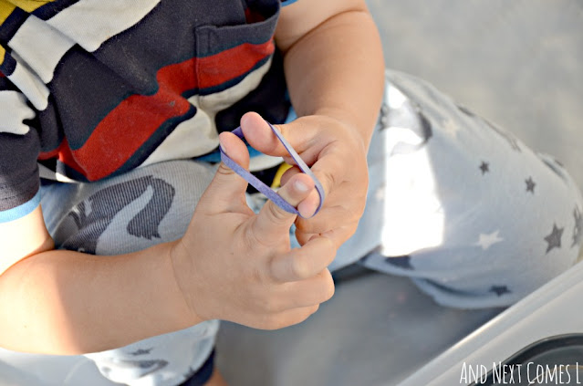 Fine motor activity for toddlers using rubber bands