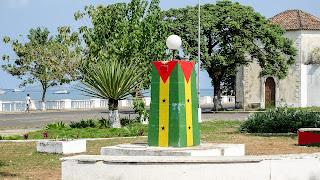 Around the Praça Ex-Gago Coutinho