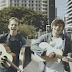 Connor Ball e James McVey, da The Vamps, liberam cover gravado em São Paulo com participação de fãs