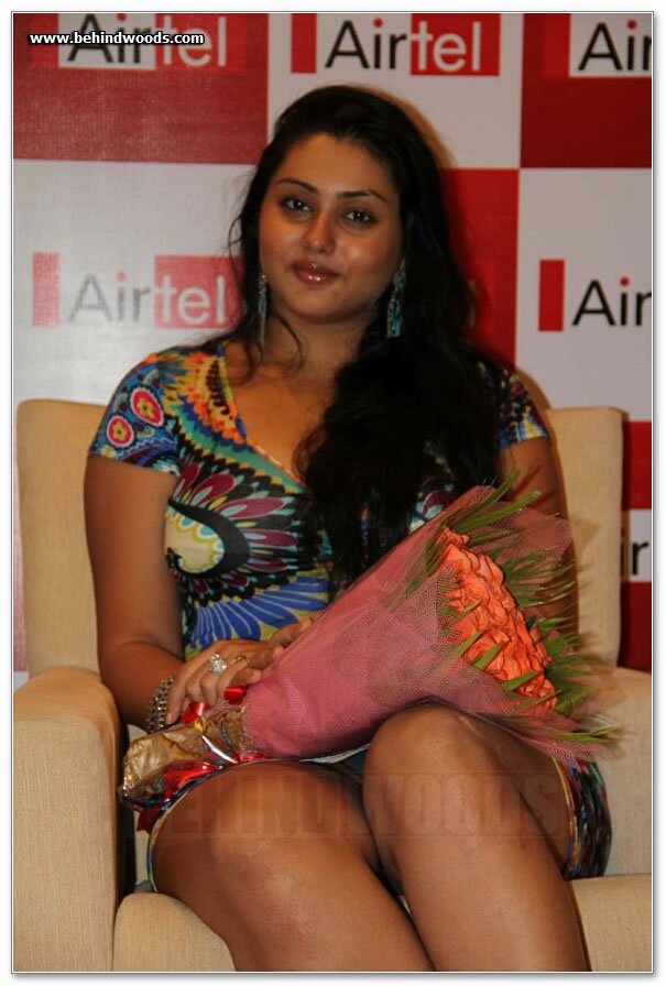 Namitha Upskirt Panty And Huge Cleavage Show Images - Hot -2146