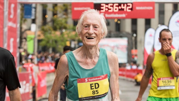 85 year old clocked below 4 hours Marathon