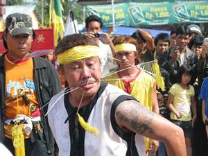 Pawai Tatung tradisi unik dari Singkawang