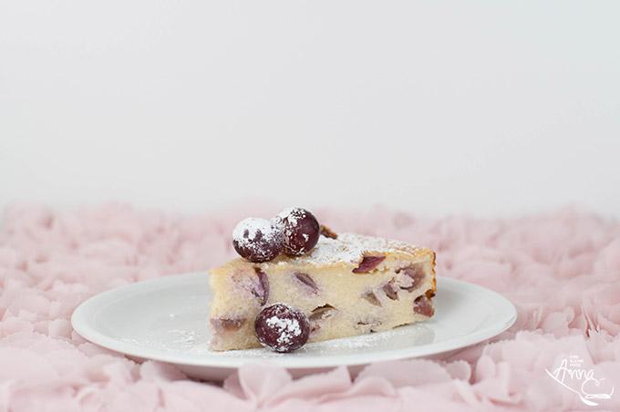 Kuchenstück Weintrauben-Couscous-Kuchen