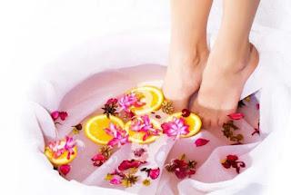 Comment faire un soin bain pied délassant pour pieds fatigués