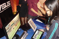 Blogger Marjorie Pineda at the ASUS booth