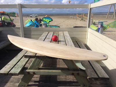 Houten surfplank surfclub Belgie