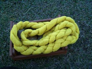 trança de lã de ovelha tingida com cúrcuma