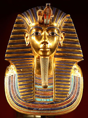 Replica of the golden mask of Tutankhamun in the Egyptian Museum