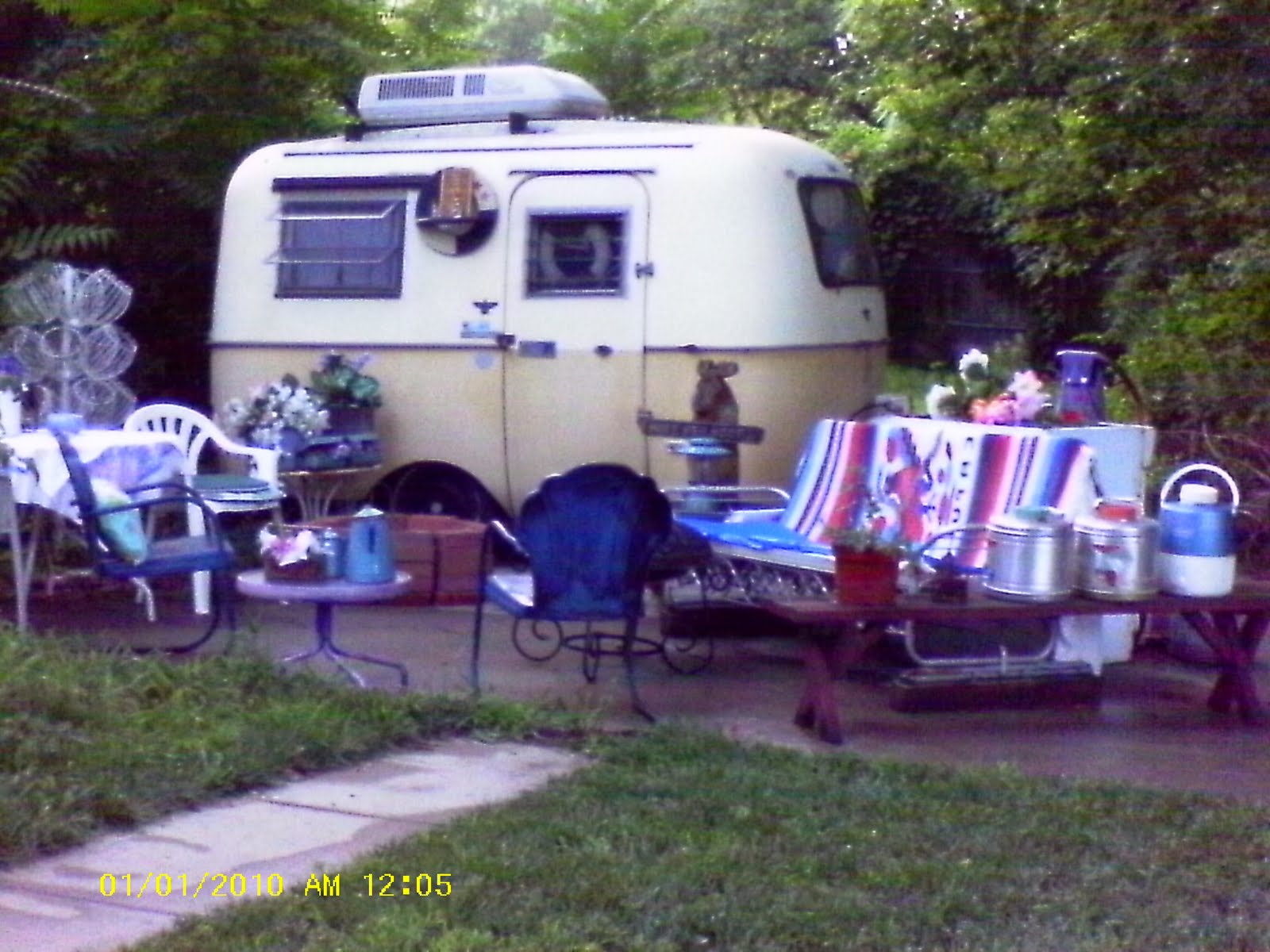 "ZootsuitMama: Show me your trailers or ""backyard retreats""."