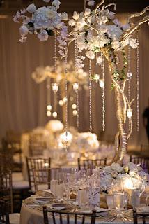 decorazione per matrimonio fai da te con cristalli sospesi con fiori