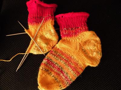 naisten villasukat kantapäästä aloitettu