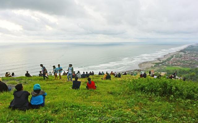 Bukit Paralayang mulai ramai didatangi wisatawan